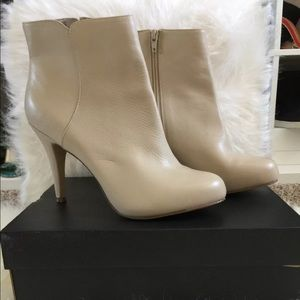 Nine West leather ankle boots size 9.5